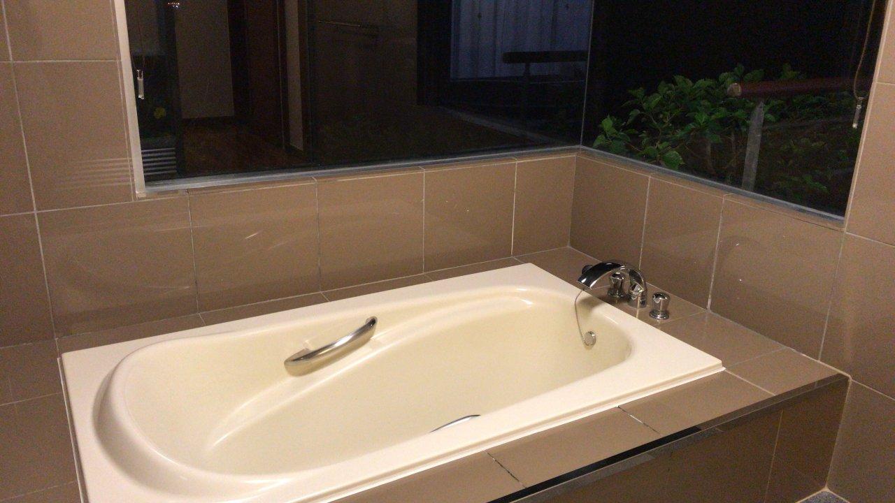 浴槽は子ども3人が一緒に入ってもまだ余裕ありです。